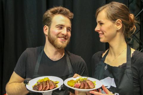 """Yannick Hennefarth leitete mit Fee Brauwers den Workshop """"von Anfang bis Ente""""."""