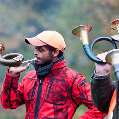 Wie das Jagdhornblasen ist auch die Jägersprache wesentlicher Teil des jagdlichen Brauchtums (Quelle: Kaufmann/DJV)